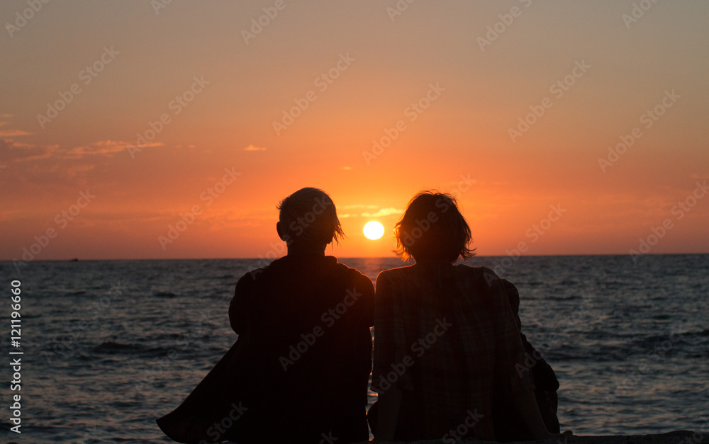 Fototapety, obrazy: Two sisters watching the final sunset from a hawaiian vacation