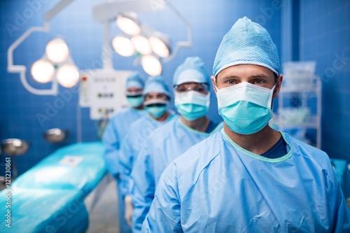 Cuadros en Lienzo Portrait of surgeons standing in operation room