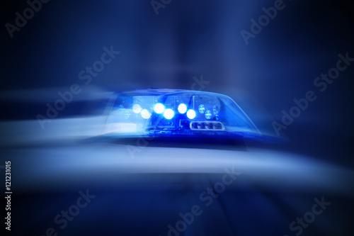 Fotografía  Polizeiauto mit eingeschaltetem Blaulicht