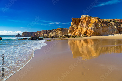Photo Praia Do Tonel, small isolated beach in Alentejo region, Sagres, Portugal