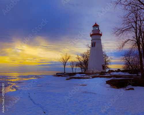 Autocollant pour porte Phare Icy Marblehead at Dawn