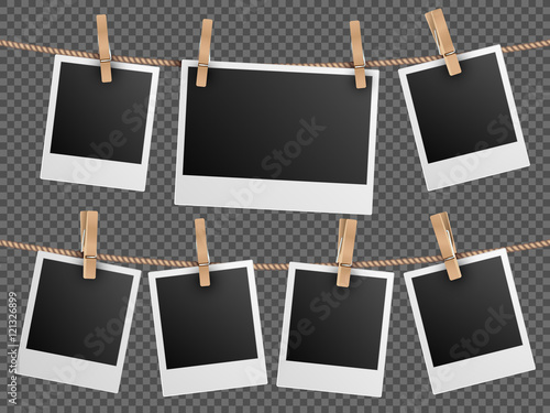 Valokuva Retro photo frames hanging on rope isolated checkered transparent background vec