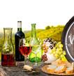 Weinverkostung mit Weinfass im Weinberg