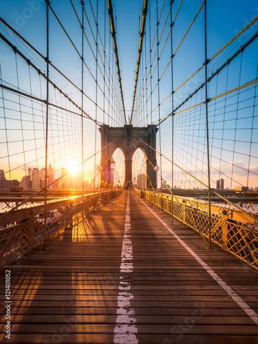 Obraz na płótnie Brooklyn Bridge in New York im Sonnenlicht