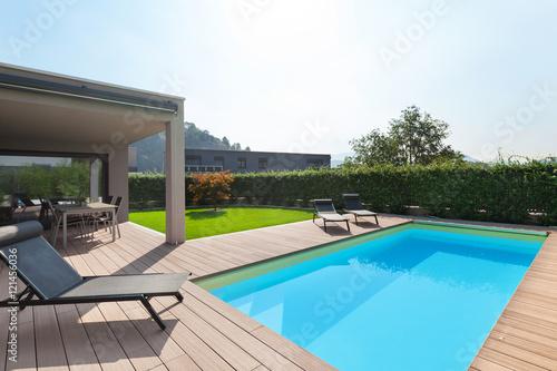 Cuadros en Lienzo modern house with pool