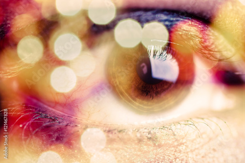 Photo  Double exposure of an eye with bokeh