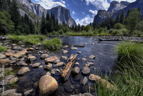 Photo  View of Yosemite Valley and Merced River, Yosemite National Park