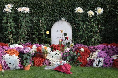 jardin du souvenir cimetire pre lachaise garden of remembrance pre lachaise cemetery - Jardin Du Souvenir