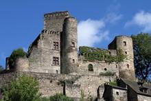 Château Et Village Classé De Belcastel En Aveyron