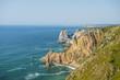 мыс рока португалия. скала обрыв океан. берег камни море