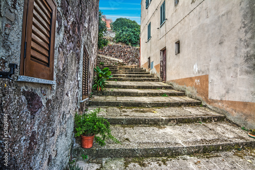 Poster Smal steegje rustic stairs in Sardinia