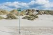 SOS - Schild am Strand