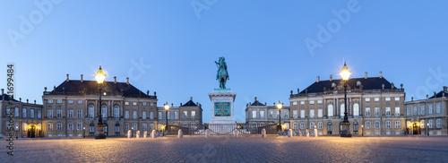 Photo  Amalienborg Palace in Copenhagen by night