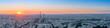 Panorama de la ville de Paris au coucher du soleil .