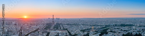 Foto op Canvas Parijs Panorama de la ville de Paris au coucher du soleil .