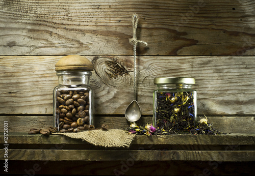 Poster Café en grains Coffee beans and dry tea in glass jars