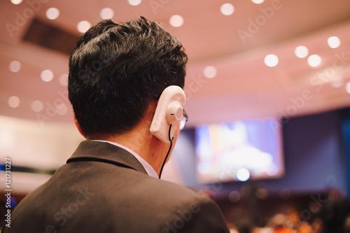 Fotografía  Headphone translation