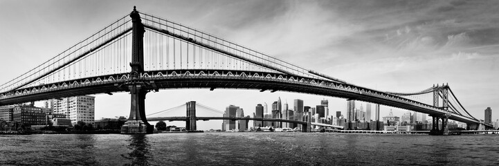 Manhattan bridge skyline black and white