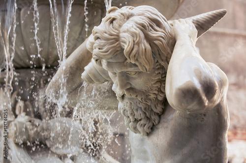 Fotografia Amenano Fountain on Piazza del Duomo in Catania, Sicily, Italy