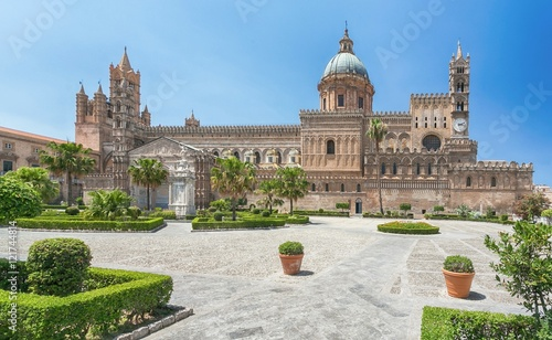 Foto auf Gartenposter Palermo Palermo Cathedral (Metropolitan Cathedral of the Assumption of Virgin Mary) in Palermo, Sicily, Italy. Architectural complex built in Norman, Moorish, Gothic, Baroque and Neoclassical style.