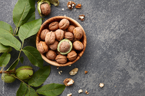 Fotografía  Fresh walnuts bowl