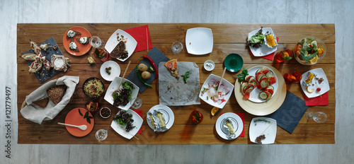 Fotografía  After party. Wasted food on wooden served festive table
