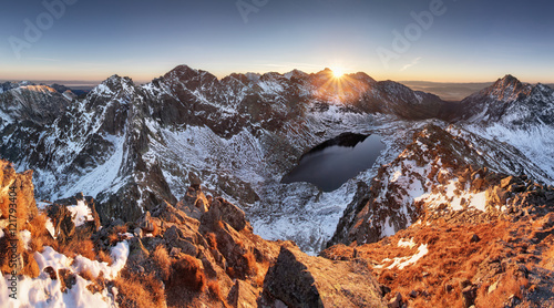 Obraz Winter mountain panorama landscape at sunset, Slovakia - High Ta - fototapety do salonu