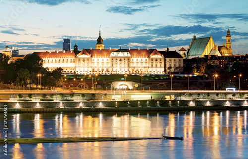 Obraz Royal Castle over the Vistula river in Warsaw, Poland - fototapety do salonu