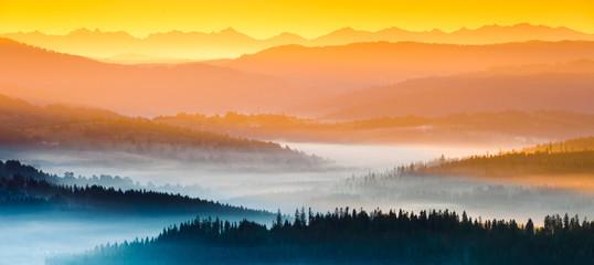 Panel Szklany Podświetlane Do biura Wschód słońca w górach