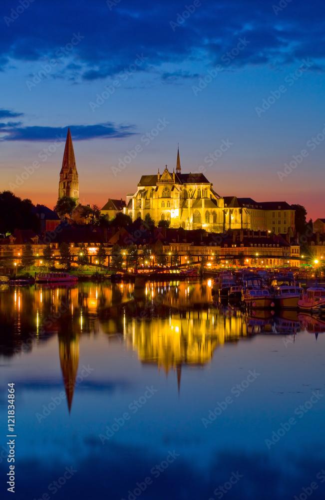 Fototapety, obrazy: Auxerre, les bords de l'Yonne la nuit, abbaye Saint-germain,   Bourgogne-Franche-Comté,