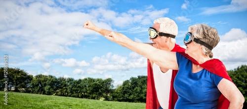 zlozony-wizerunek-jest-ubranym-superman-kostium-starsza-para