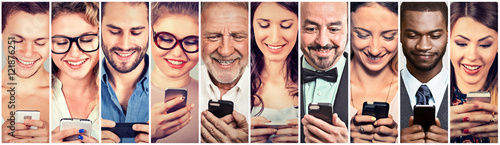 Obraz Happy people using mobile smart phone - fototapety do salonu