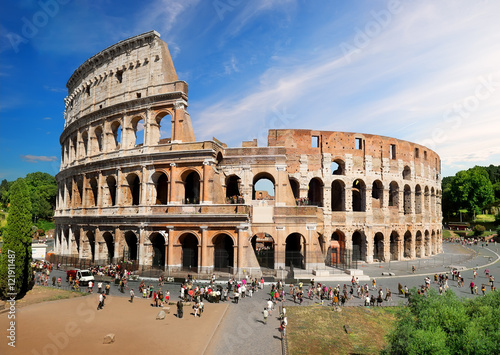 Photo  Colosseum in summer
