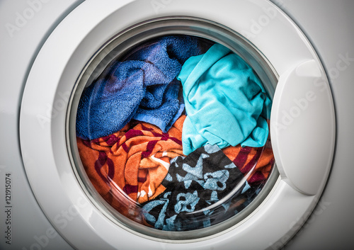Canvastavla Washing machine with color clothes