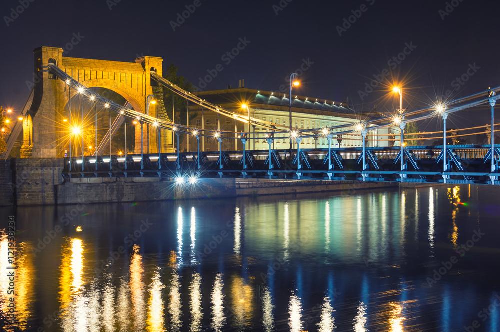 Fototapety, obrazy: Widok na zabytkowy Most Grunwaldzki nocą, Wrocław