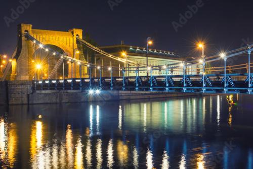 Obraz Widok na zabytkowy Most Grunwaldzki nocą, Wrocław - fototapety do salonu