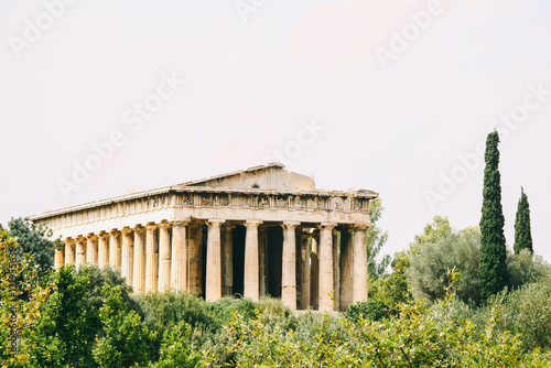 Photo  Temple of Hephaestus, a Greek temple inside the Agora of Athens