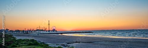In de dag Texas Sunrise on Galveston beach with pier