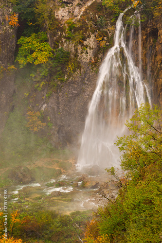 Foto op Plexiglas Aubergine Autum colors and waterfalls of Plitvice National Park