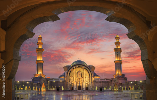 Photo Stands Kuala Lumpur In framming the mosque with beautiful sunset light