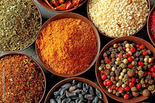 Poster Aromatische Different spices in bowls, closeup