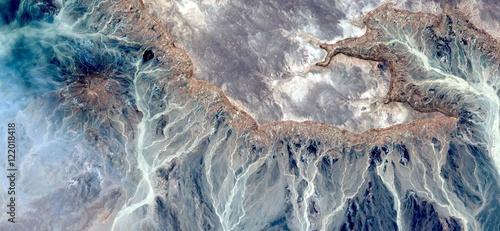 alegoria-powstawania-skamienialych-galaktyk-abstrakcyjne-pejzaze-z-powietrza-z-pustyn-afryki-surreal-miraz-na-pustyni-kolekcja-abs