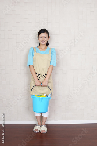 Fotografie, Obraz  お掃除をする女性