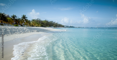 Foto op Plexiglas Caraïben Seven Mile Beach on Grand Cayman island, Cayman Islands