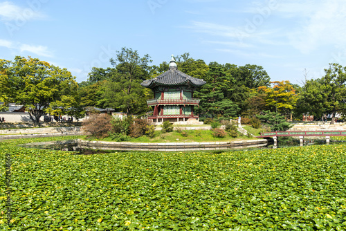 Ancient pavilion at the Gyeongbokgung Palace in Seoul Poster