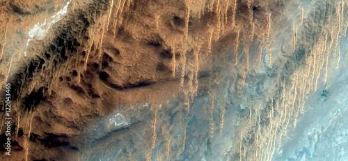 Fototapeta Stalaktytowy piasek, abstrakcyjne krajobrazy pustyń Afryki, abstrakcyjny naturalizm, abstrakcyjne fotografie pustyni Afryki z powietrza, abstrakcyjny surrealizm, miraż na pustyni, formy fantasy na wydmach