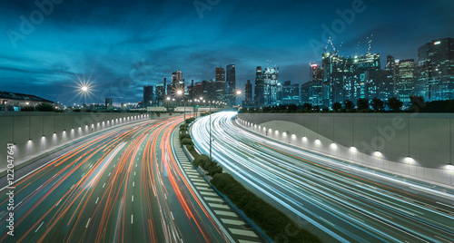 Photographie  Movement of car light with Singapore cityscape skyline during twilight in dramat