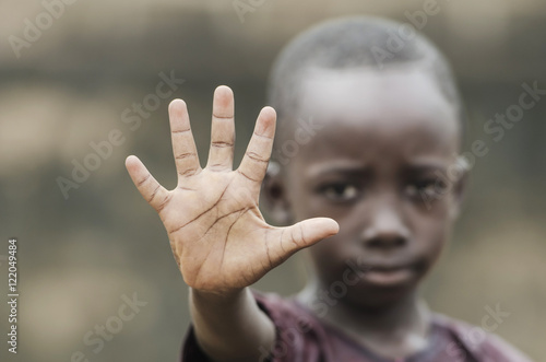 Fotografia African Child Says STOP! To Racism and to War!