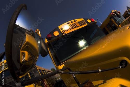 Zdjęcie XXL Zaparkowane autobusy szkolne