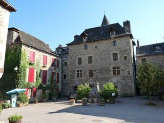 Fototapeta na wymiar Sainte-Eulalie d'Olt en Aveyron